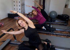 zdjęcie ćwiczenia pilates na reformerze